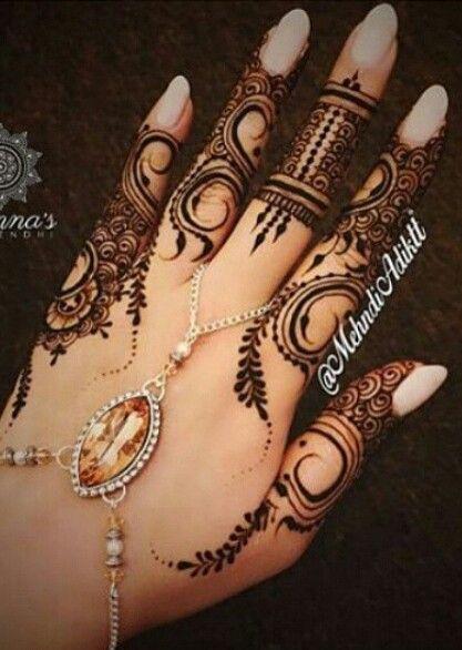 middle finger mehndi design