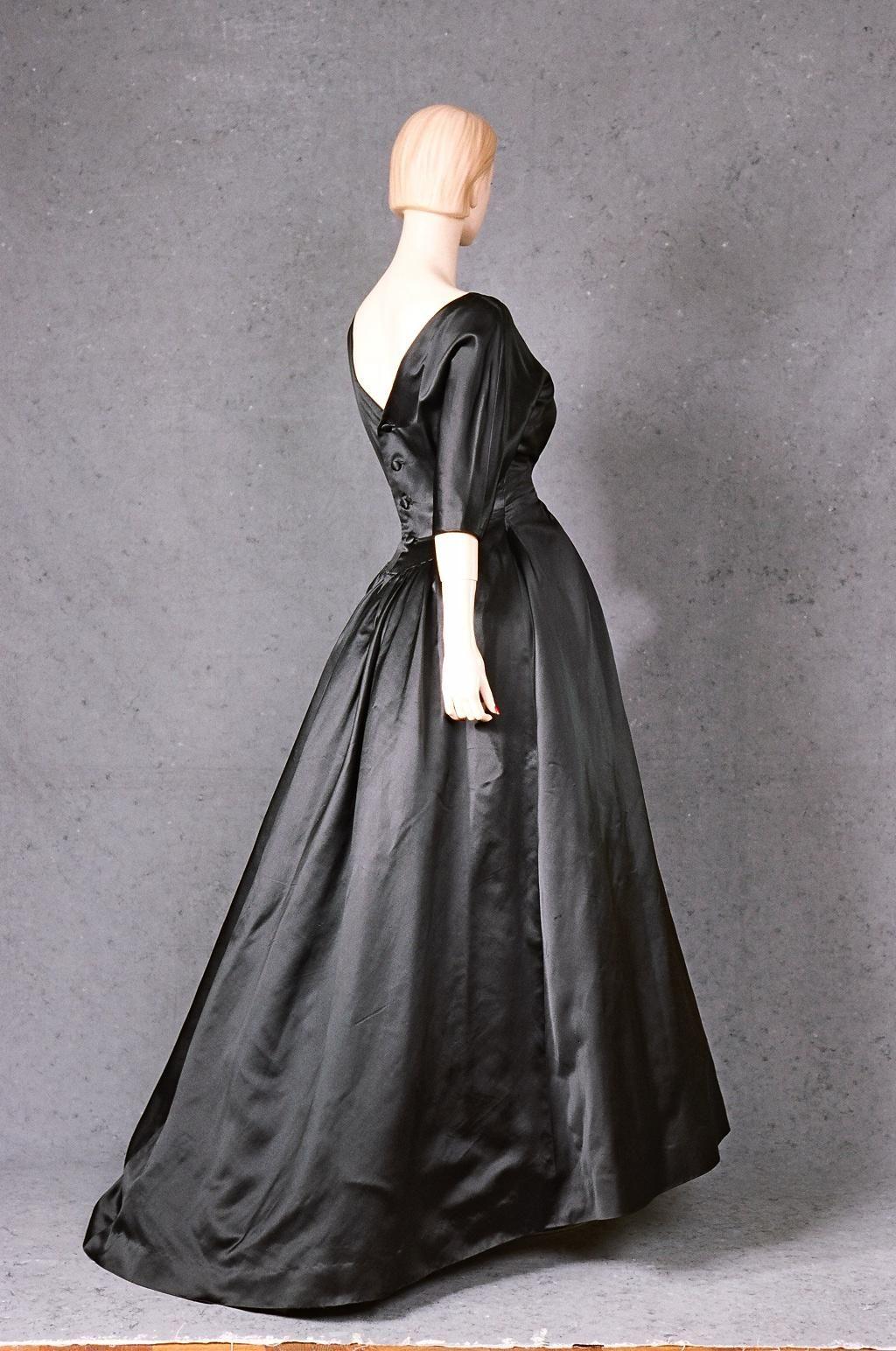Couturier Balenciaga  Type Even. dress/ball gown/ensemble  Country France