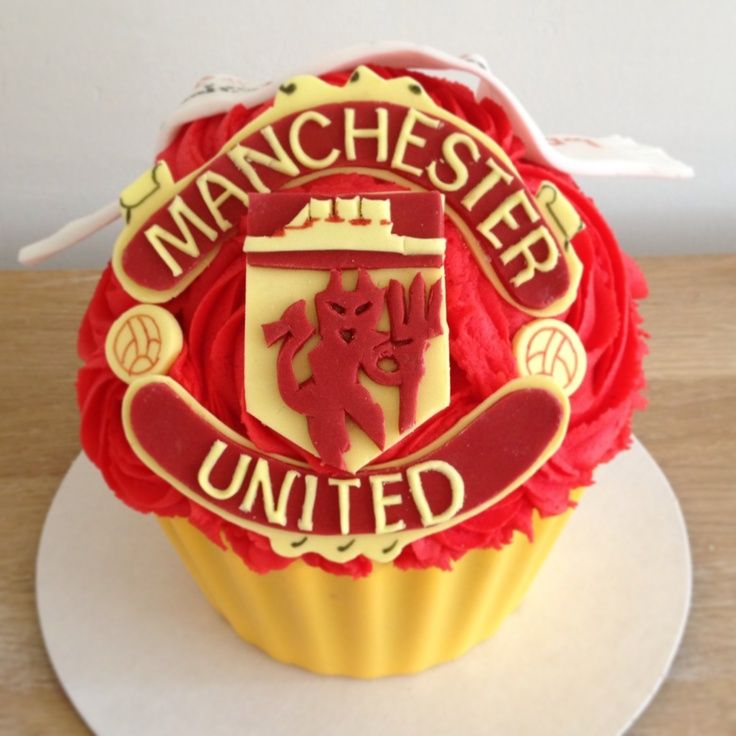image result for manchester united cupcakes manchester united cupcakes pinterest. Black Bedroom Furniture Sets. Home Design Ideas