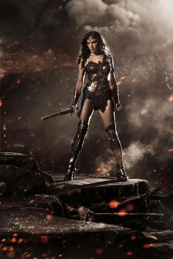 See Batman V Superman S Wonder Woman Read About The Badass Footage Superman Wonder Woman Gal Gadot Wonder Woman Wonder Woman Movie