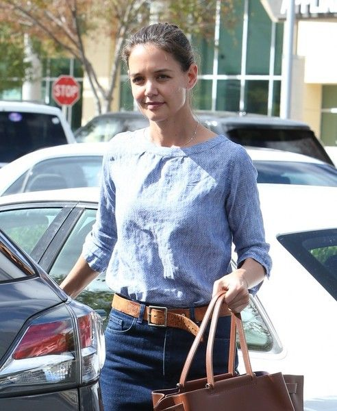 Actress Katie Holmes does some grocery shopping in Calabasas.