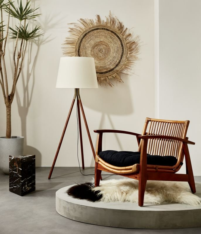 Living Room Translate To Indo: Rattan Lounge Chair, Modern