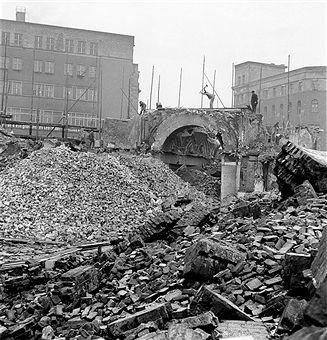 demolition of the Passage Unter den Linden 1955 East