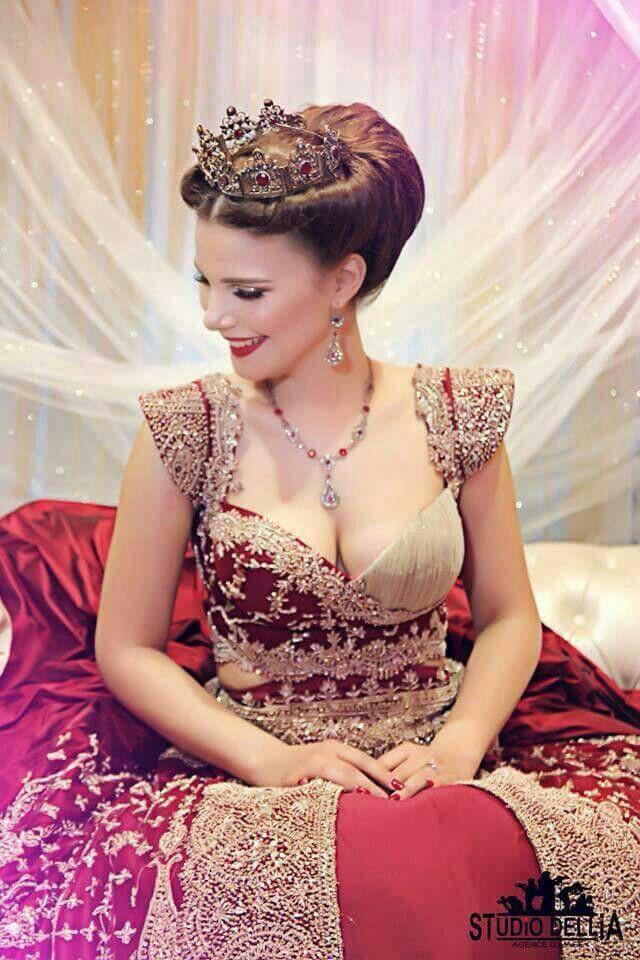 Epingle Par Hind Hassein Bey Sur Style Traditionnel Robe De Mariee Robe De Bal Robe D Interieur Robe Tunisienne