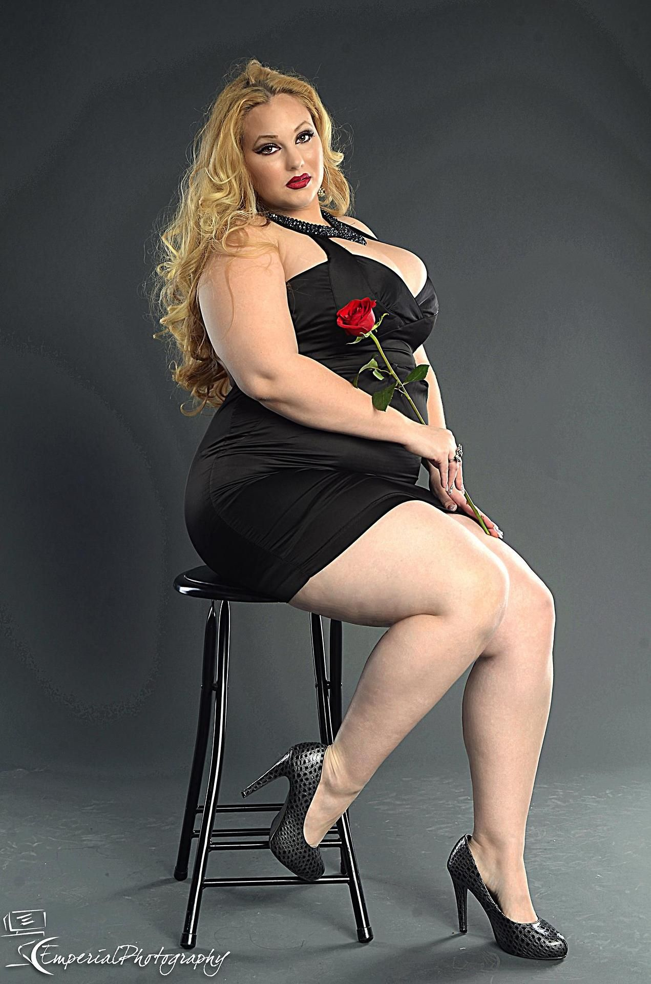 i love bbw in little black dresses. i love spooning with them after