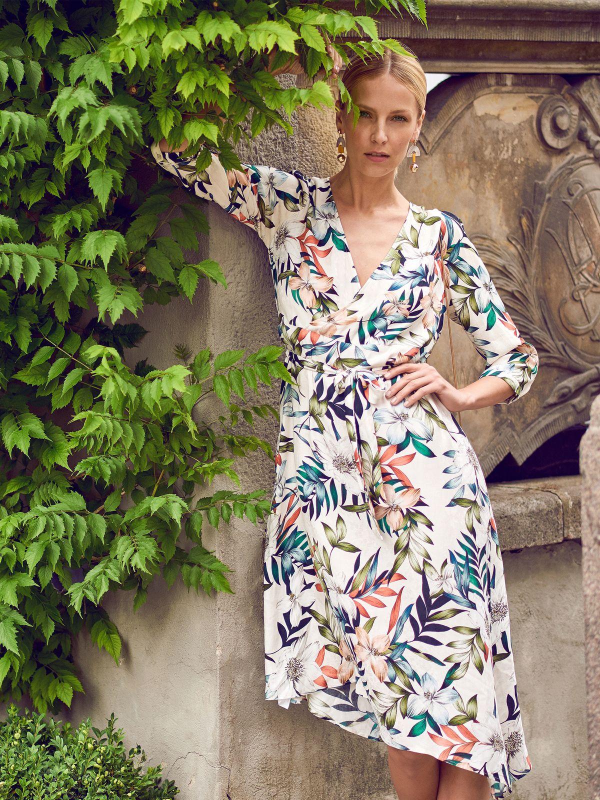 5d812c6e4 Sukienka damska biała - SSU2447 sukienka - TOP SECRET - Odzieżowy sklep  internetowy TOP SECRET