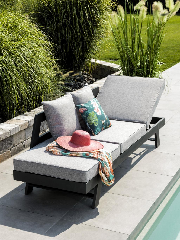 Wie Lasst Sich Der Sommer Besser Geniessen Als Auf Einer Gemutlichen Und Grossen Liege Mitten Im Garten Di Outdoor Sofa Outdoor Furniture Outdoor Sectional Sofa