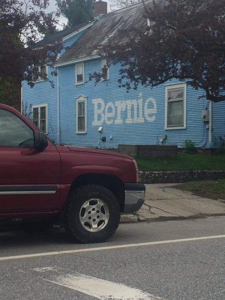 "Sara Cohen on Twitter: ""Burlington Vermont today ! We love Bernie !!! #fuelthebern ! https://t.co/4AG2MUXILi"""