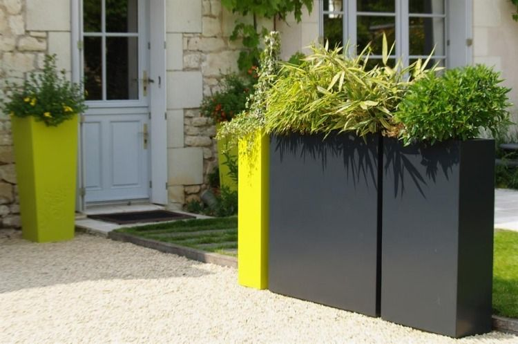 Jardinière design en fibre-ciment – brise-vue vert sur le balcon ...