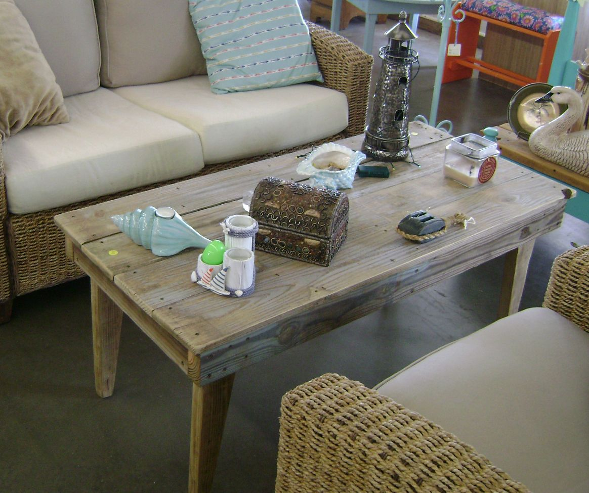 Repurposing cedar fence boards coffee table made from recycled wood projects baanklon Image collections