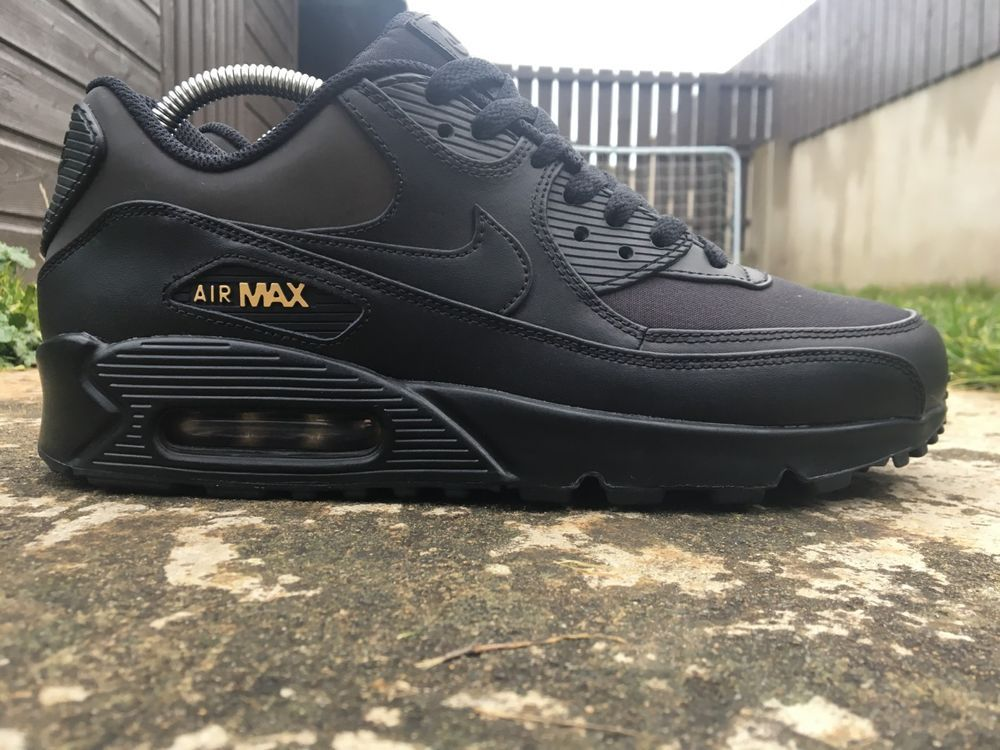 2b570bae61 Nike Men's Air Max 90 Size 8 Trainers Premium Black/Metallic Gold 700155-011