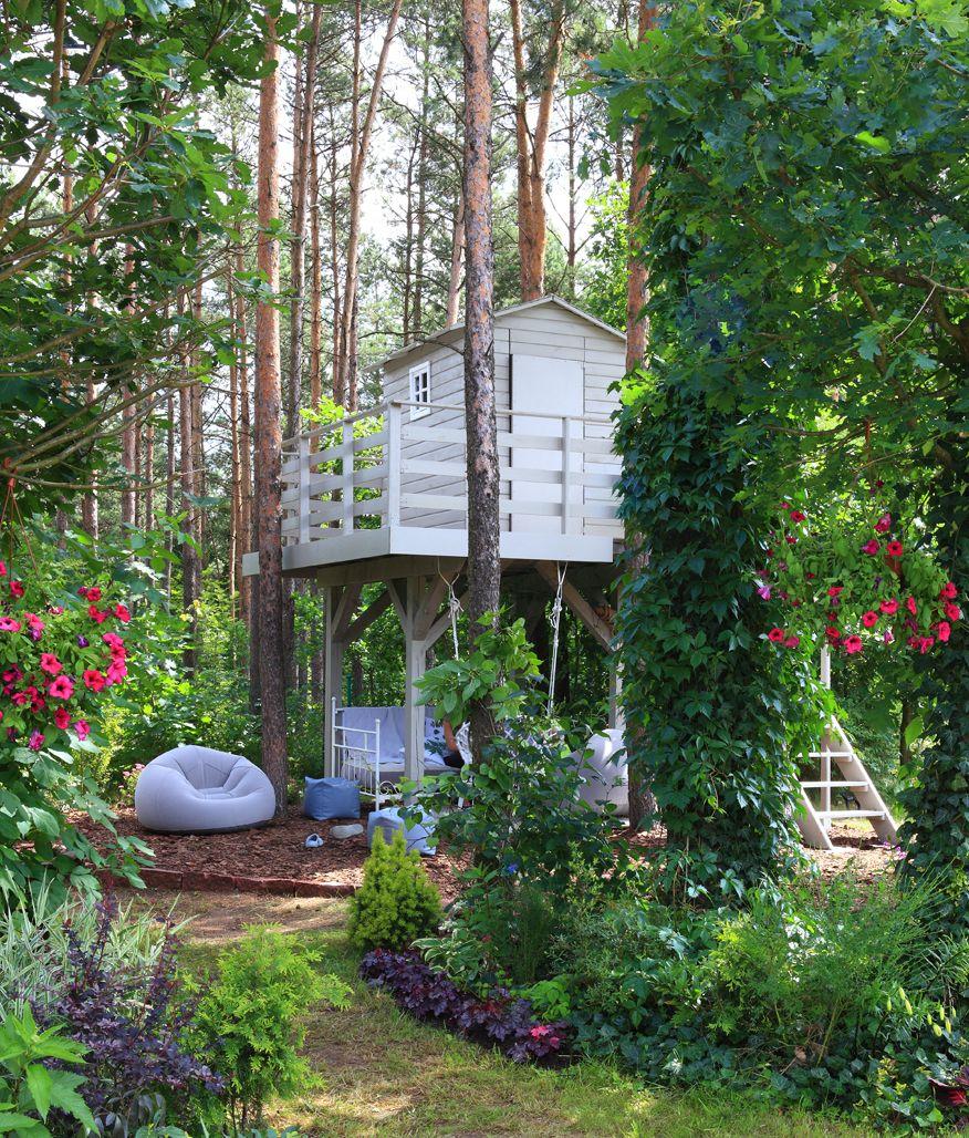 domek-na-drzewie-zbudowany-z-drewna