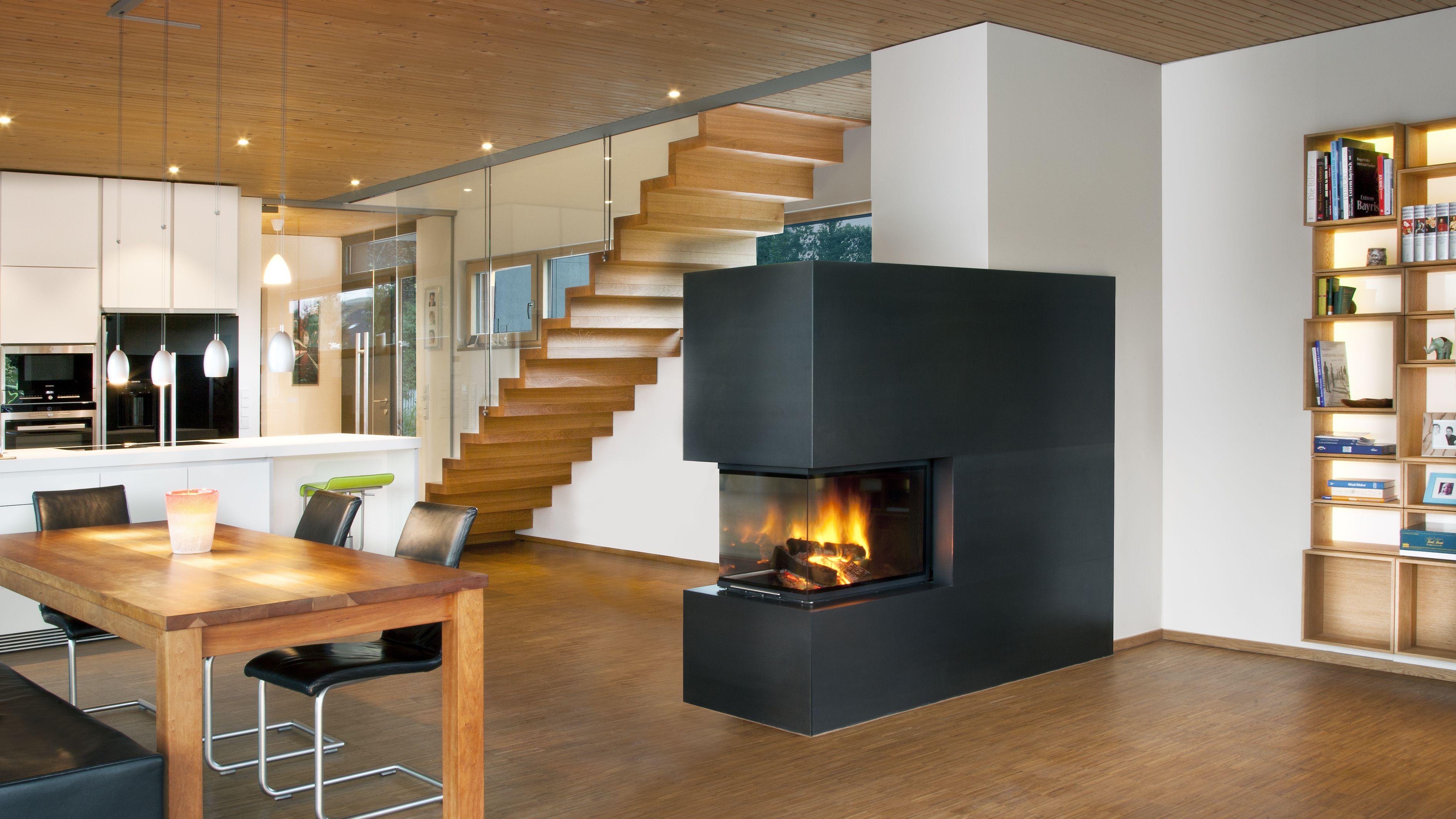 Panoramakamin dreiseitig mit verkleidung aus ge ltem rohstahl moderne kamine aus stahl beton - Offene feuerstelle wohnzimmer ...
