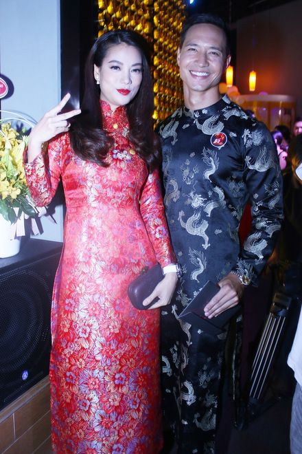 Ao Dai Dresses For Vietnamese Men Now Are Used Only In Wedding Or