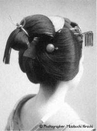 I Think I Want My Hair Somewhat Like This But No Tassel Hanging Down Hair Styles Geisha Hair Arrange