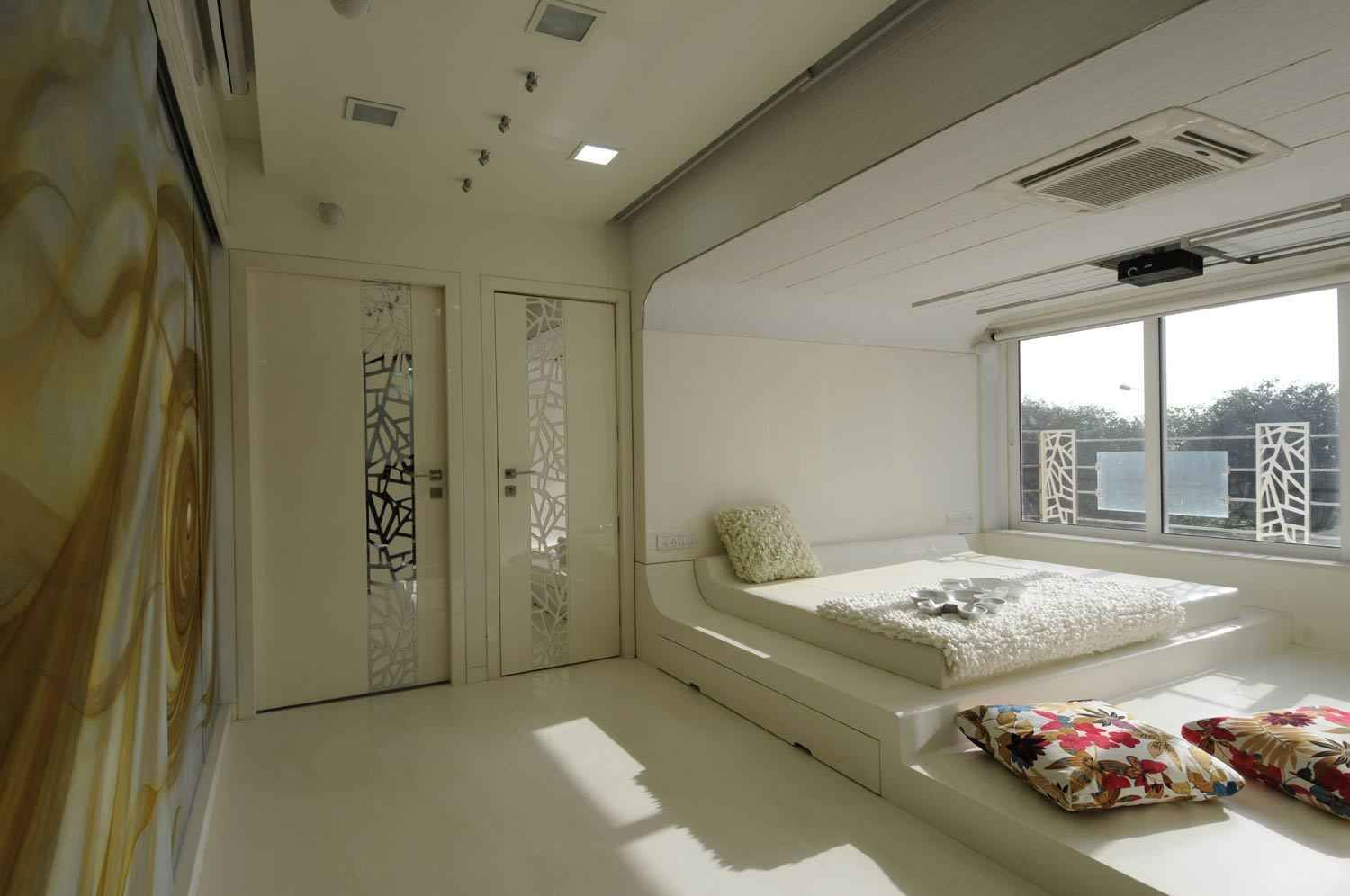 Modern White Bedroom With Sunlight Design By Sonali Shah
