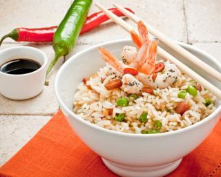Salade de riz à la noix de coco et aux crevettes