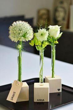 DIY – minimalistische kleine Vase selber machen mit Reagenzglas und Holz