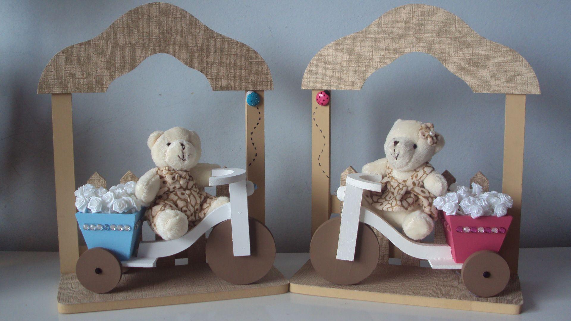 Cenário urso e ursa no triciclo