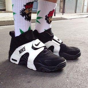 #dailyshoes: Nike Air Veer - feet model: @banrocky - photo: @namkunn #nikeairveer #nikeair #sneakers @nike