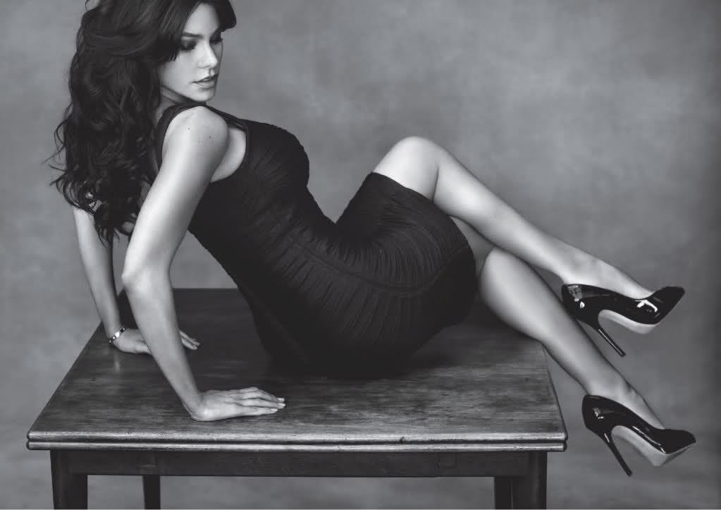 image Sofia vergara spreading legs