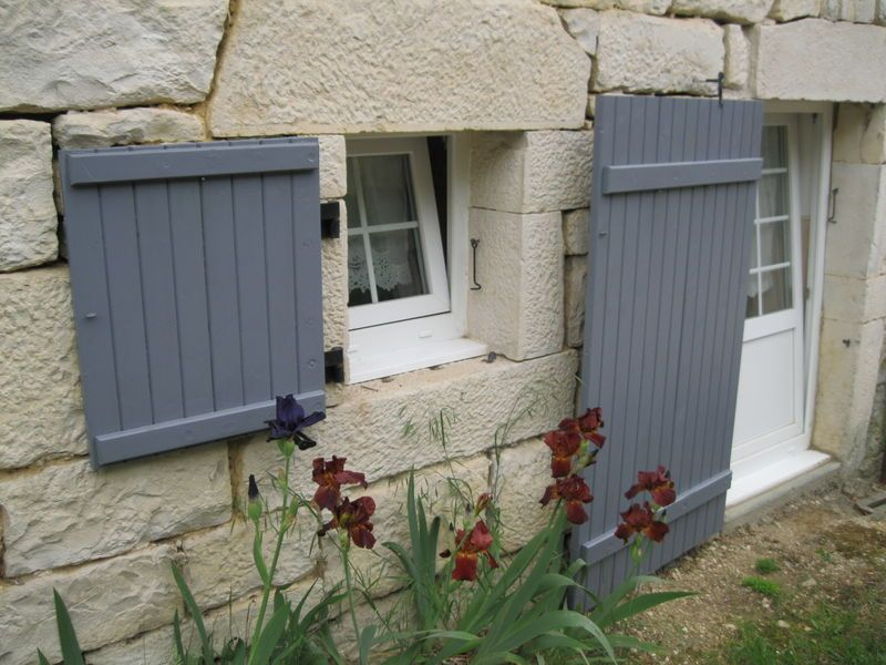 volets gris avec menuiseries blanches French Shutter Colors