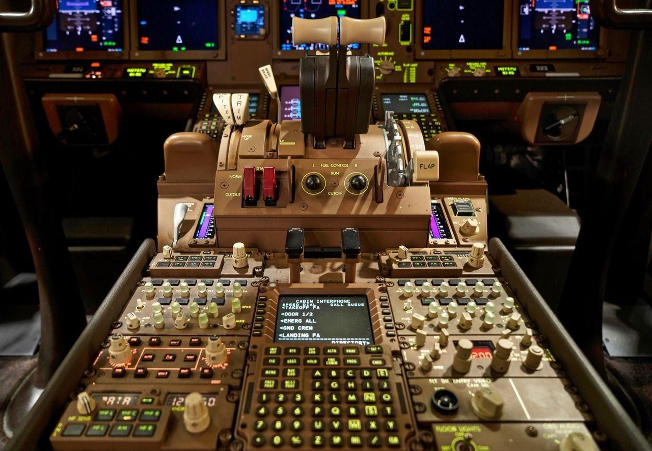 United Airlines 2017 Boeing 777300ER N2737U c/n 62647