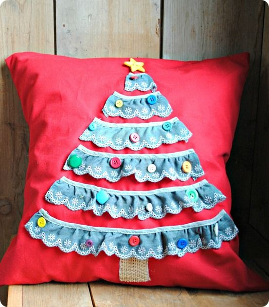 Land of Nod inspired diy Christmas tree pillow & Land of Nod inspired diy Christmas tree pillow | DIY Christmas ... pillowsntoast.com