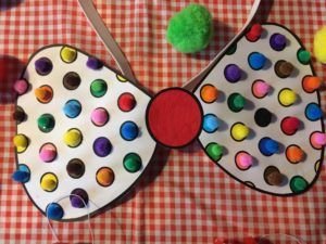Een Clownsstrik voor carnaval knutselen van papier