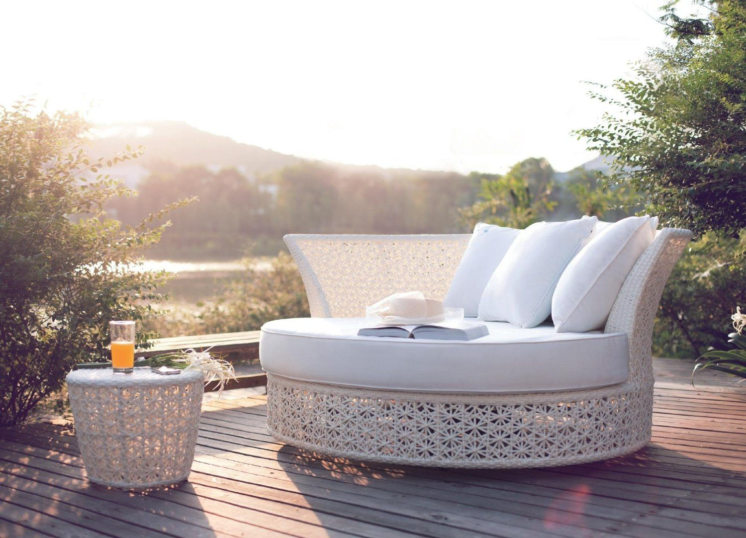 Wicker Rattan Swivel Garden Round Daybed * UK EXCLUSIVE * (White Set With  Silver Cushions