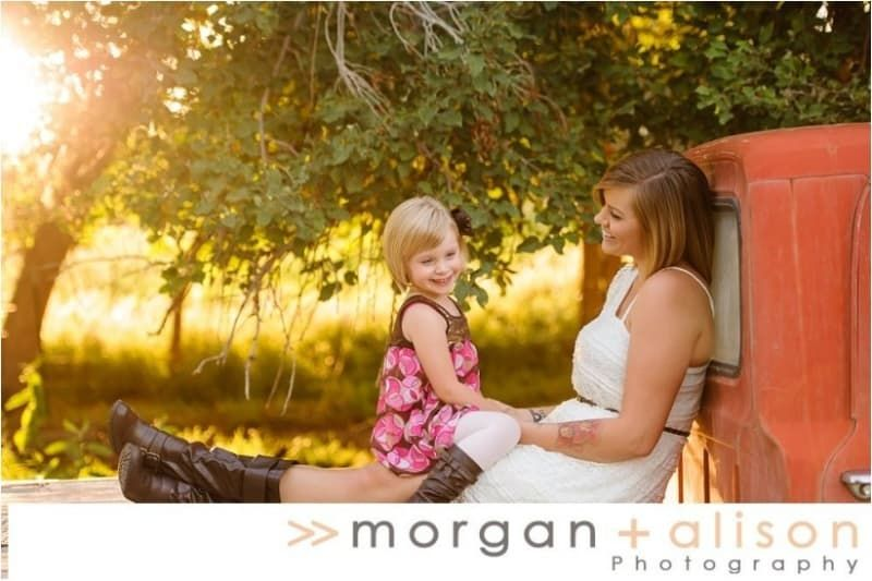 31 Impossibly Sweet Mother-Daughter Photo Ideas | Mother