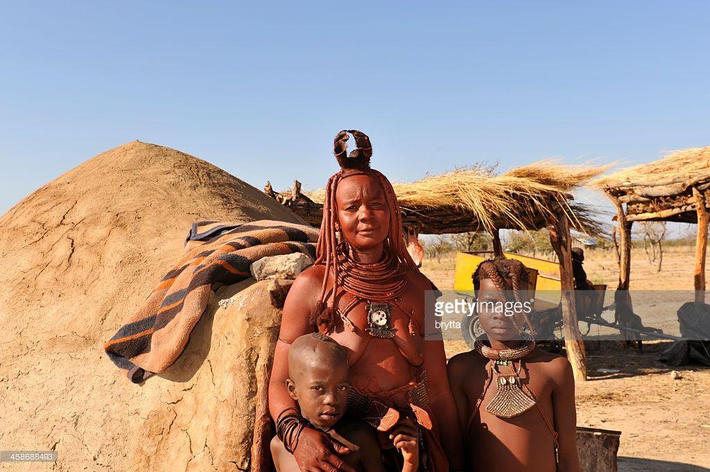Jeune fille Himba dans village près dOpuwo, Namibie Photo