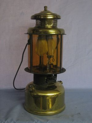 The Lz327 Was Produced Between 1925 And 1933 And Was One Of Coleman S More Unique Offerings At The Time This Quick Lite Coleman Lantern Lanterns Novelty Lamp