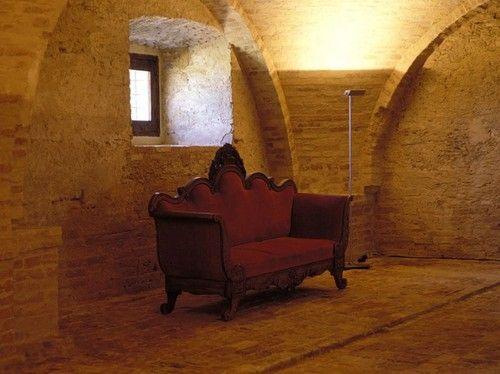 (via decordemon: Castello di Semivicoli by Oriano Associati Architetti)