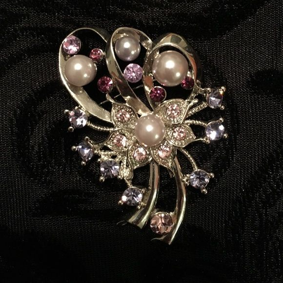 Beautiful crystal and pearl pin Beautiful silver pin with lavender crystals and white/grey pearls. Jewelry Brooches