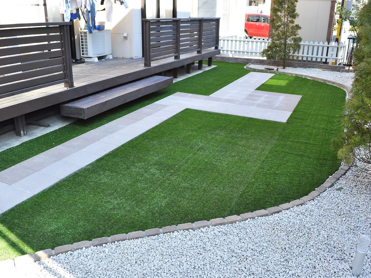 戸建て駐車場のdiy作戦 駐車スペースを本物芝じゃなくて人工芝にして外構費節約 庭 Diy レンガ 外構 人工芝 Diy