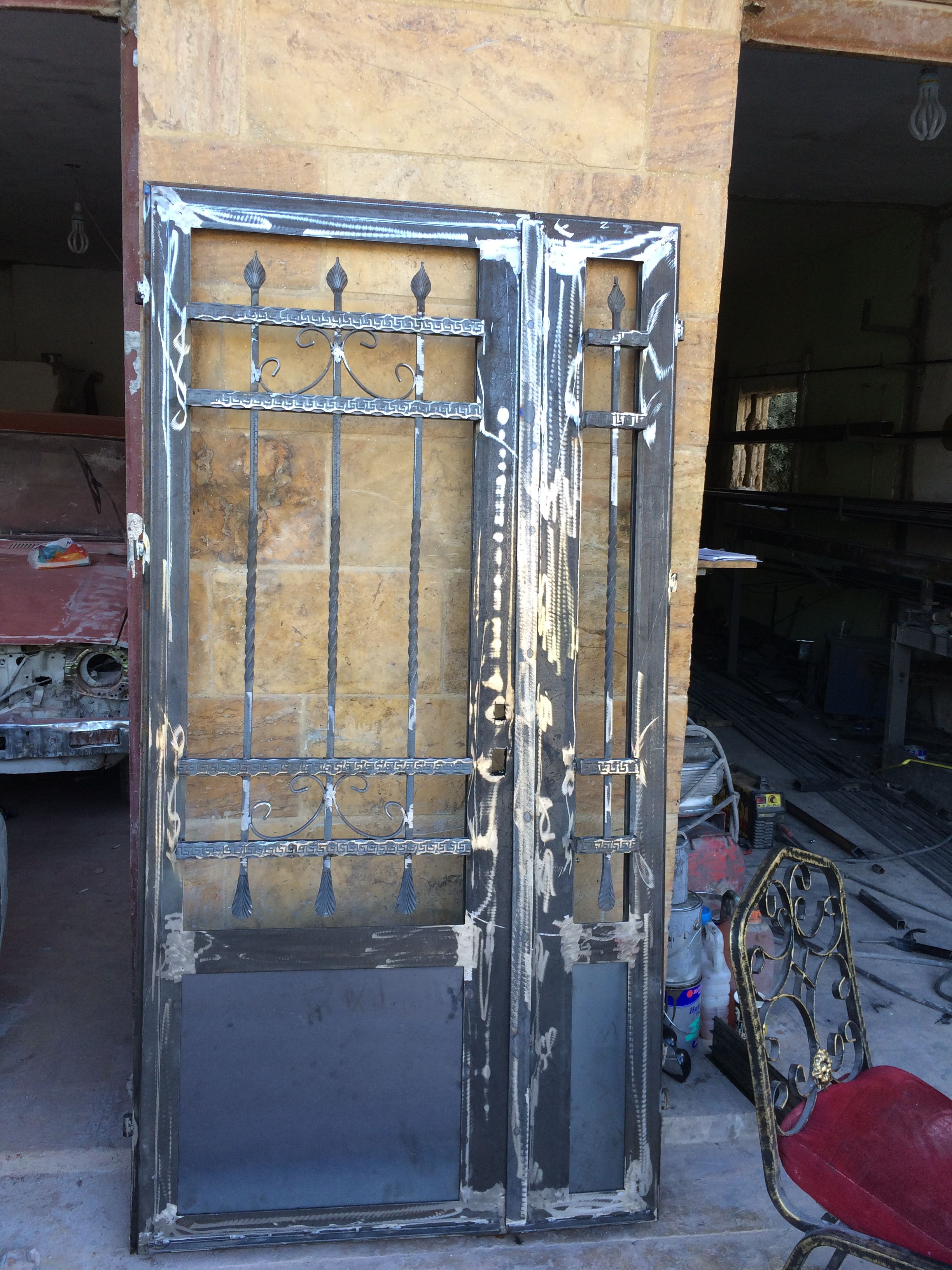 Pin By Waleed Alghanim On ابواب حديد Steel Gate Design Iron Gate Design Wrought Iron Doors Front Entrances