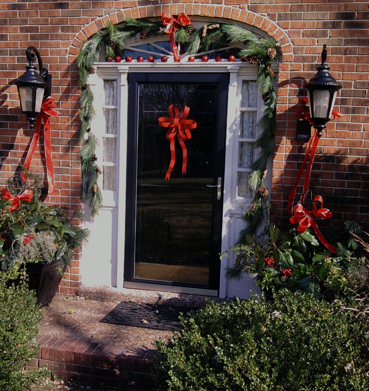 Garland For Front Door: Dress Up Your Front Door For Christmas! I Use A Realistic