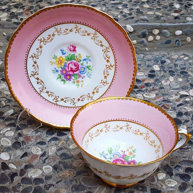 """Vintage Pink Teacup by Tuscan with thick gold rim and lovely flowers in the center cup & saucer IDR 1145k  http://harmonypiring16.blogspot.hk/"