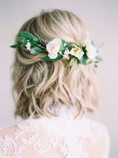 Frisches Hochzeitshaar mit Blumen # Langes Haar # Hochzeitsfrisuren # Brautfrisu…