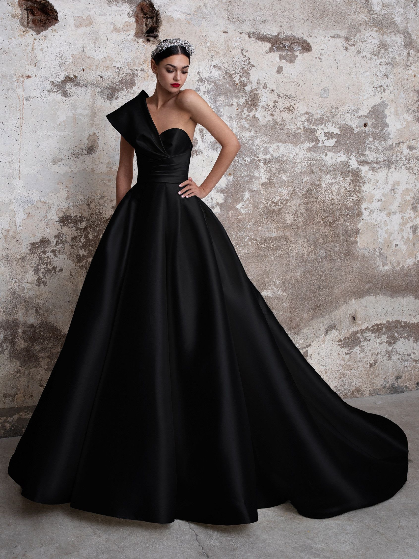 Tourmaline Black Wedding Gowns Pronovias Wedding Dress Princess Wedding Dresses [ 2255 x 1691 Pixel ]