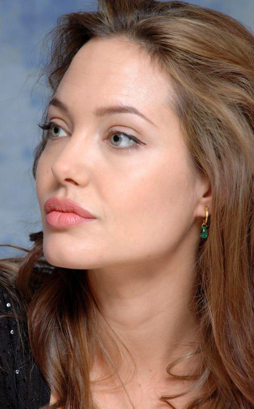 Hollywood News: ANGELINA JOLIE PORTRAIT