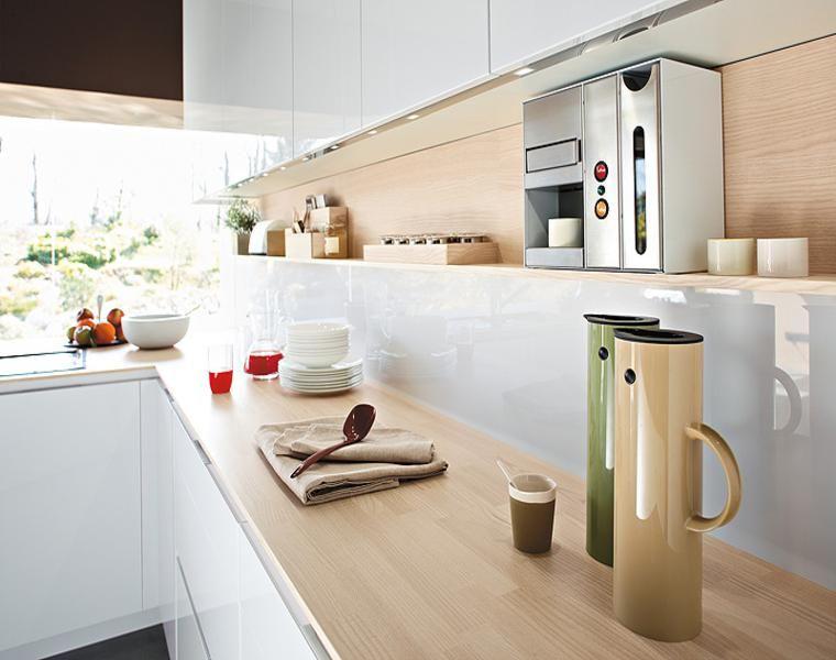 Cocina blanca encimera madera veinticuatro diseños