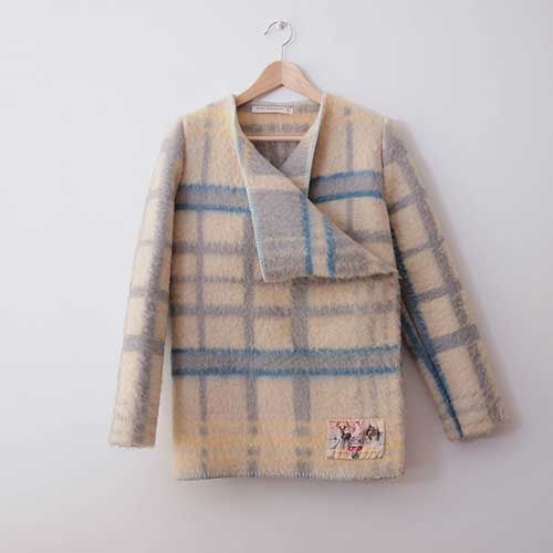 Vintage dutch blankets made into cuddly warm coats by Wintervachtjas (http://wintervachtjas.nl/)