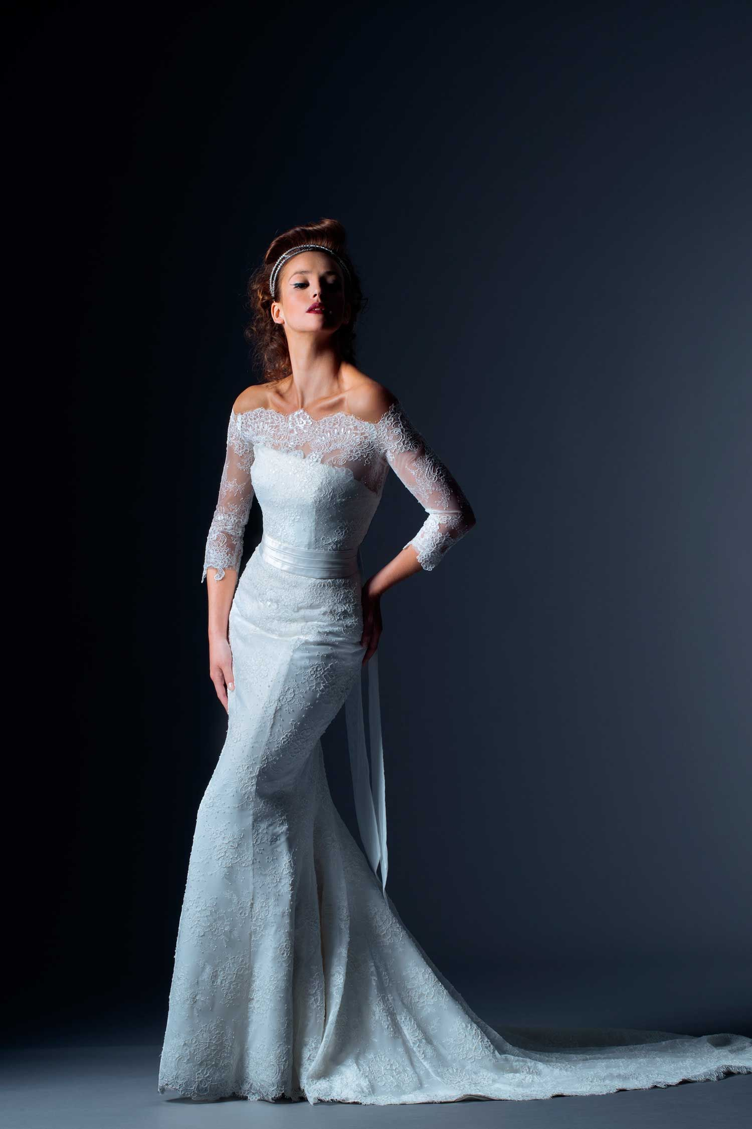 3/4 length lace wedding dress  Anteus Mermaid lace dress slender with a large behind ANIA Top