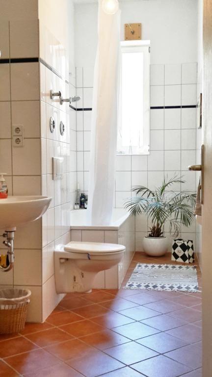 badezimmer altbau, schönes, helles badezimmer in berliner altbauwohnung #badezimmer, Badezimmer
