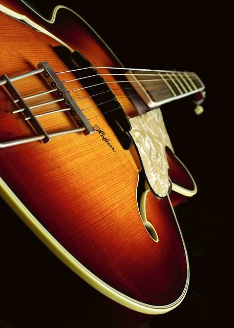 Guitar Höfner Archtop by Jerome Piot, via Flickr.