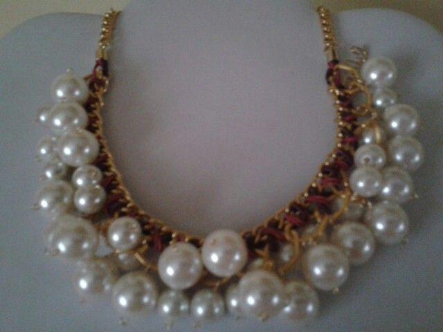 Perlas, tejidos, cadena, collar