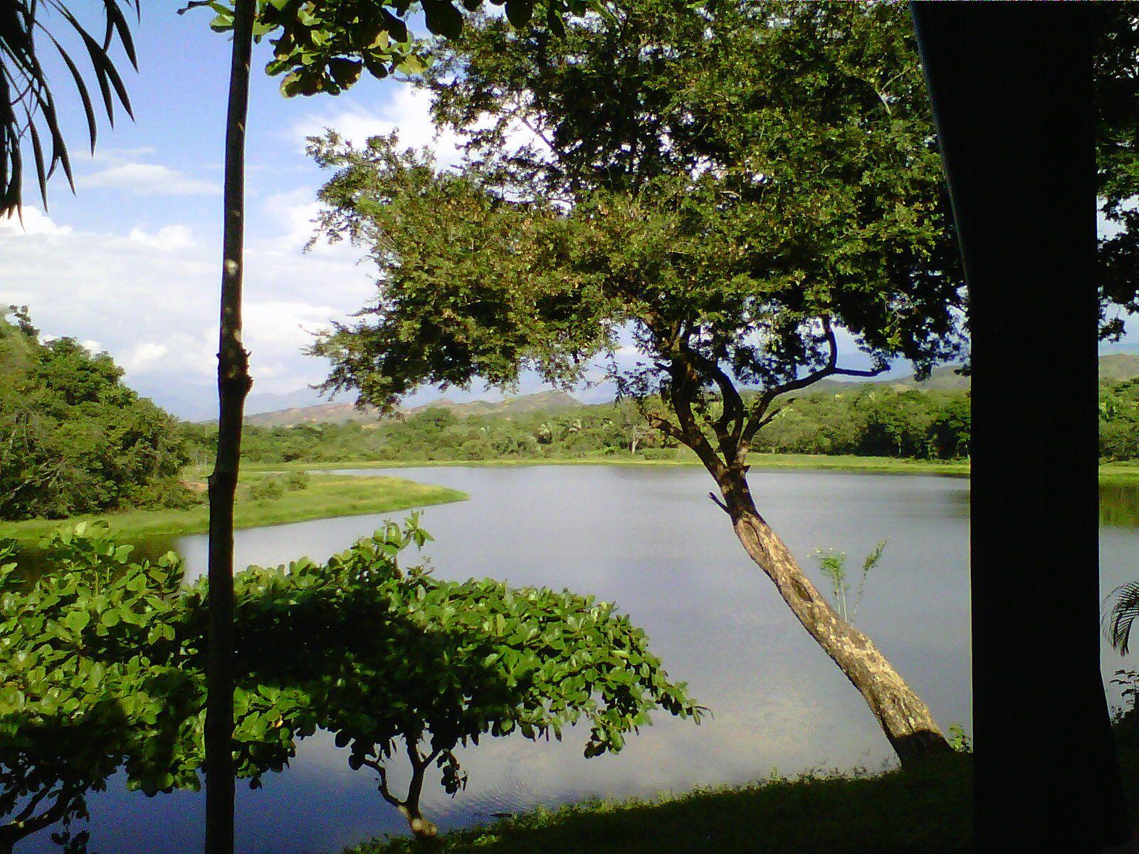 Carmen de Apicala ubicado en el Departamento del Tolima, hermosa laguna para practicar sky