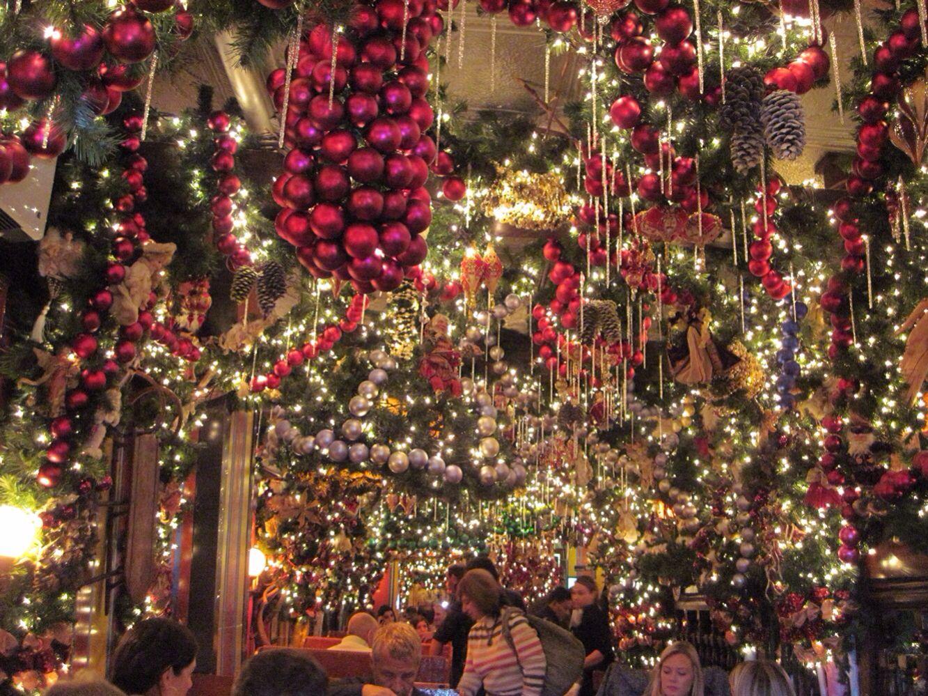 German Christmas Restaurant Nyc.Rolf S Restaurant In Manhattan In Gramercy Park At 22nd